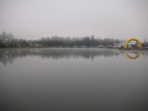 朝靄の会場