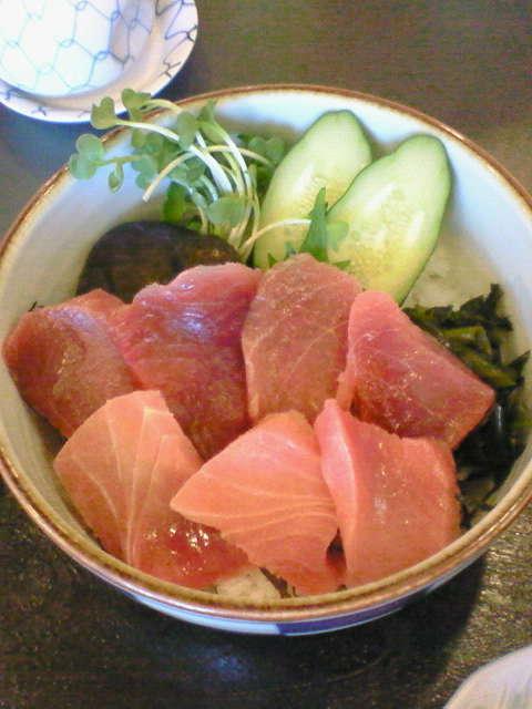 三崎のマグロ丼